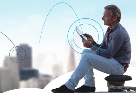 Ciudadano conectado a internet a través de su tablet