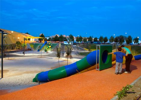 Parque Ecópolis, de Rivas Vaciamadrid, iluminado por Philips con sistema de seguridad para averías y robos.
