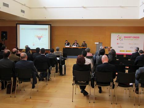 Mesa de ponentes, de izquierda a derecha: Javier Rodríguez, Director de ACOGEN; José Donoso, Director General de Unión Fotovoltaica Española, y Santos de Paz, Director de ESEFICIENCIA.