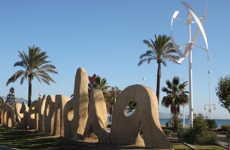 Farolas con microturbina eólica instaladas en Málaga por Endesa dentro del proyecto Málaga Smartcity.