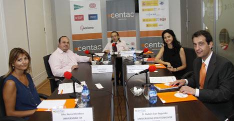 Nuria Mendoza (Universidad Castilla-La Mancha), Jesús Álvarez (Technosite), Juan Carlos Ramiro (moderador Centac), Maite Fernández-Reinares (Fundación Universia) y Rubén San-Segundo (Universidad Politécnica de Madrid).