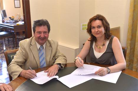 Juan Antonio García Gordo, presidente de Facemap, y María del Mar Martín Rojo, Concejala de Economía y Hacienda y vicepresidenta de Promálaga.
