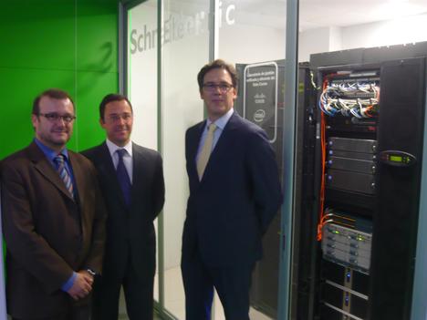 Presentación del centro de datos por parte de los representantes de Cisco, Intel y Schneider Electric.