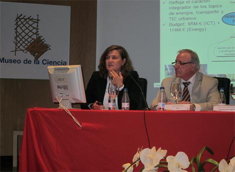 A la izquierda, María Luisa Revilla, del Centro de Desarrollo Tecnológico Industrial (CDTI)