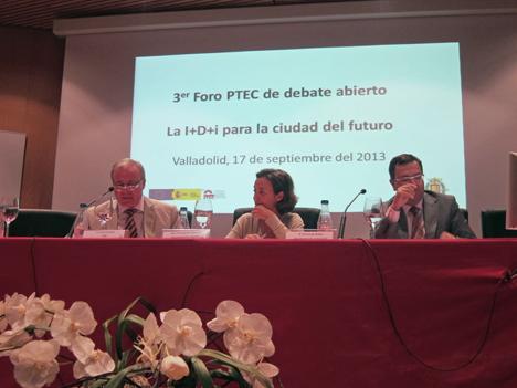 De izquierda a derecha: Juan Lazcano, Presidente de la Confederación Nacional de la Construcción (CNC); Concepción Gamarra, Alcaldesa de Logroño, y Fernando Rubio, Coordinador de la Presidencia del Ayuntamiento de Valladolid.