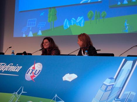 Cristina Bueti y Silvia Guzmán, ambas de la ITU