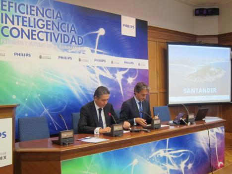 Mataix, Director General de Philips Alumbrado, e Íñigo de la Serna, Alcalde de Santander.
