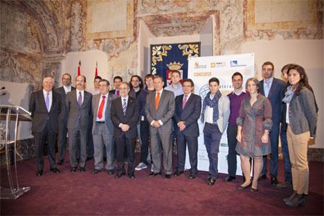 Foto de familia de los premiados en la V edición del concurso Iniciativa Campus Emprendedor.