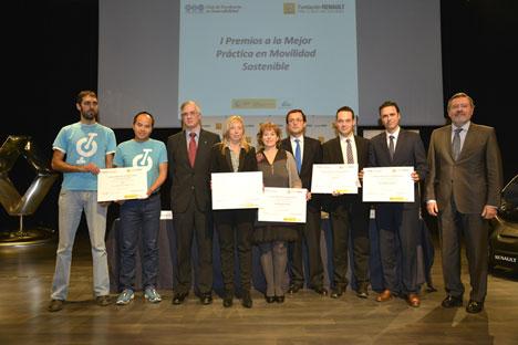 Foto de familia de los premiados a la Mejor Práctica en Movilidad Sostenible.