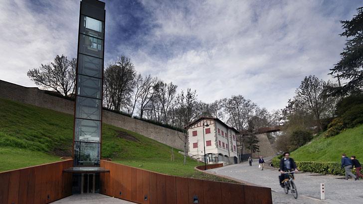 Ascensor vertical urbano, Pamplona