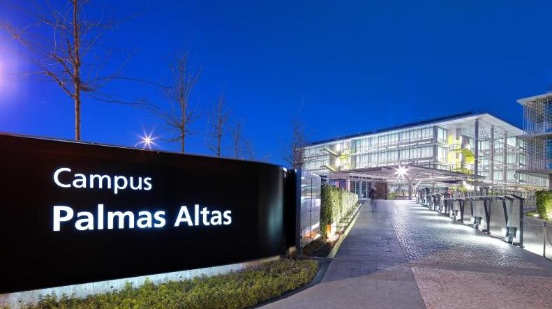 Pasarela Campus Palmas Altas en Sevilla