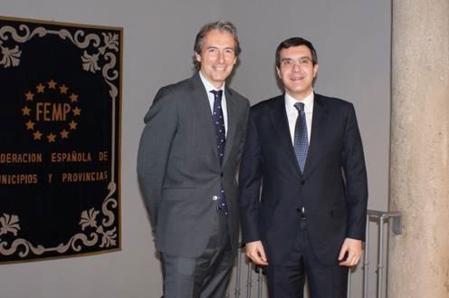 Íñigo de la Serna (FEMP) y José Luis Ayllón (Relaciones con las Cortes)