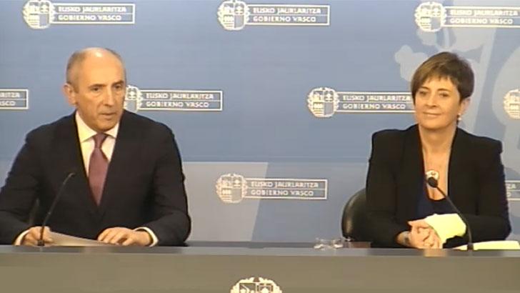 Josu Erkoreka, portavoz del Ejecutivo Vasco, y Arantxa Tapia, Consejera de Desarrollo Económico y Competitividad.