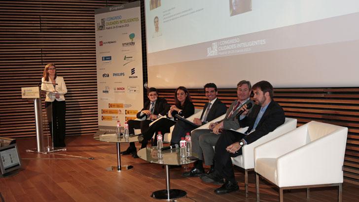 Primera mesa redonda en el I Congreso Ciudades Inteligentes