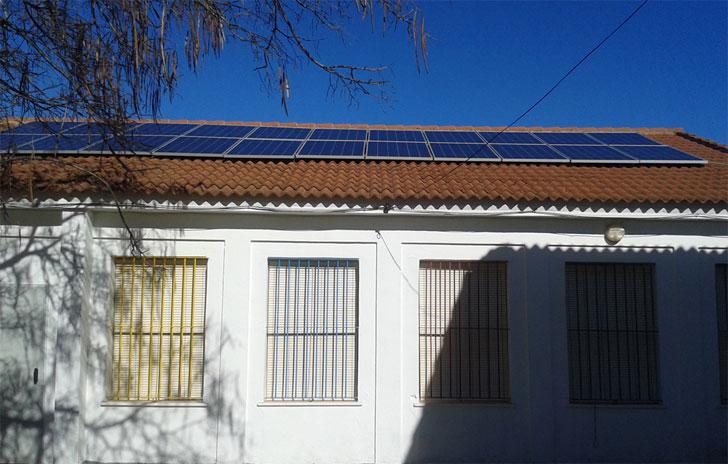 Placas solares instaladas en un colegio de Huelva