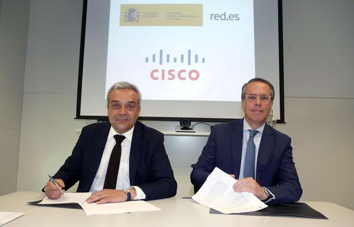 Víctor Calvo-Sotelo, secretario de Estado de Telecomunicaciones y para la Sociedad de la Información, y José Manuel Petisco, Director General de CISCO Systems Spain.