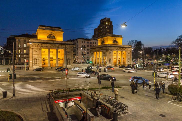 Luminarias en la Porta  Garibaldi de Milán