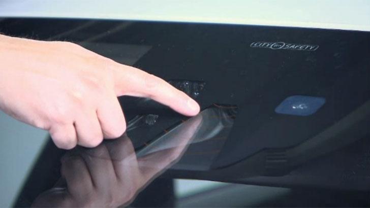 Sensor en el vehículo para frenada de emergencia automática