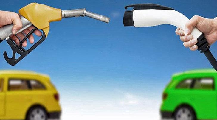 Manguera de gasolina frente a cargador para coche eléctrico