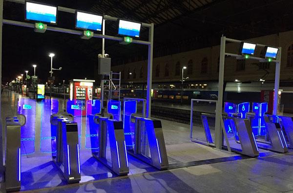 Sistema inteligente de acceso y validación de billetes en la estación de Saint Charles de Marsella