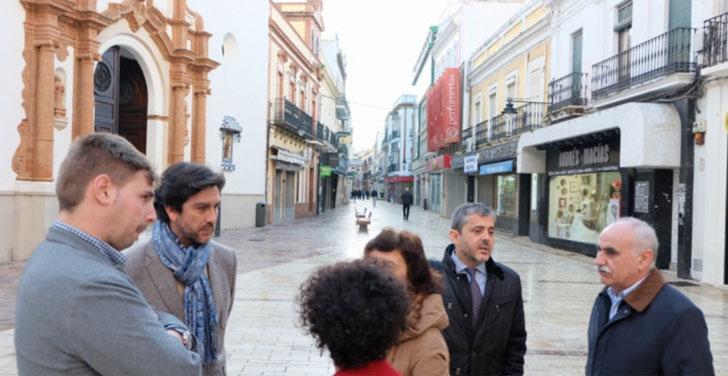 Responsables del Ayuntamiento de Huelva junto a invitados de Rumanía e Italia