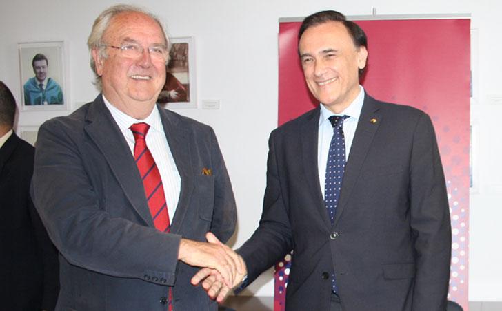 El presidente de Andalucía Smart City y el rector de la UCO, firmantes del convenio