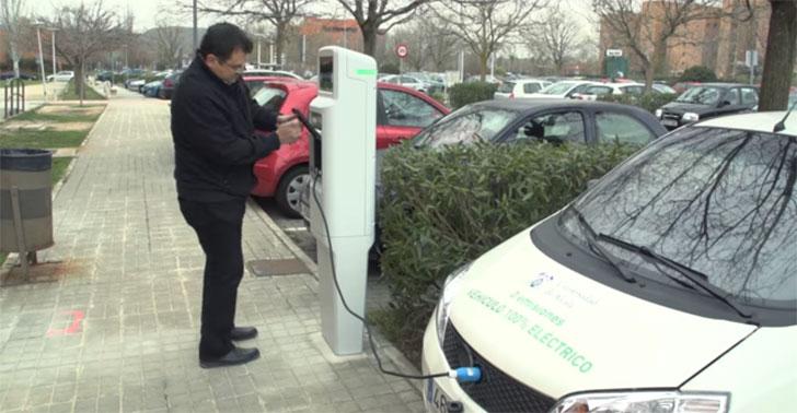 Punto de recarga de vehículo eléctrico en la Universidad de Alcalá de Henares