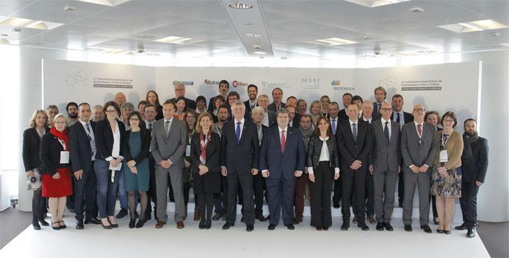 Foto de familia de la inauguración de la 8ª Conferencia Europea de Ciudades y Pueblos Sostenibles