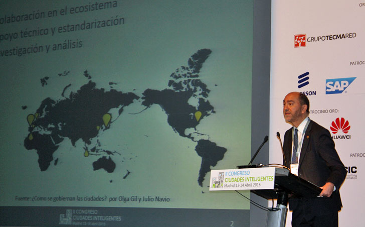 Julio Navío durante su conferencia magistral