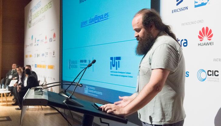 César García, moderador del Tercer Bloque de Ponencias