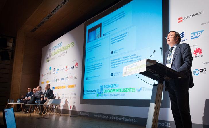 Juan Gascón moderó el primer bloque de ponencias del II Congreso Ciudades Inteligentes