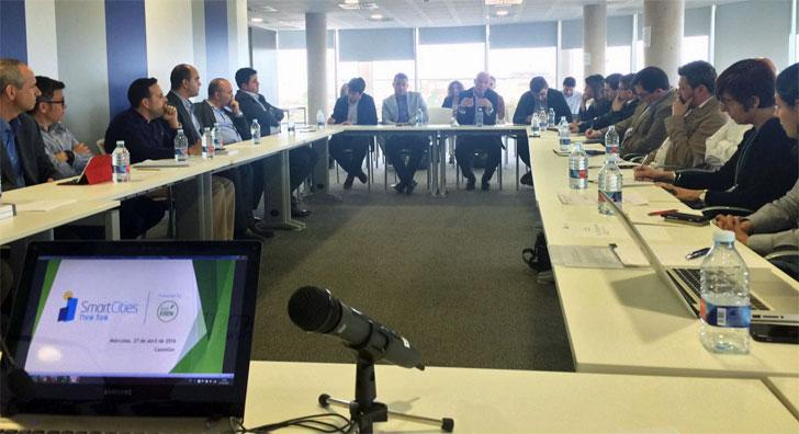 Reunión entre los miembros del think tank sobre ciudades inteligentes de Valencia