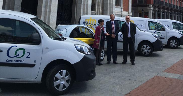 Los socios del acuerdo presentaron los vehículos sostenibles en la Plaza Mayor de Valladolid