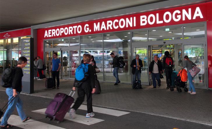 Entrada del Aeropuerto de Bolonia