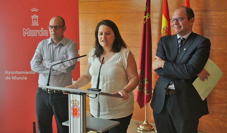 Firmantes del convenio para el uso de las bicis públicas en el Campus del Espinardo