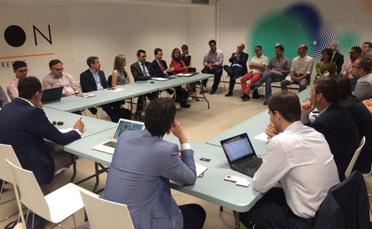 Asistentes a la reunión en el Ayuntamiento de Valencia