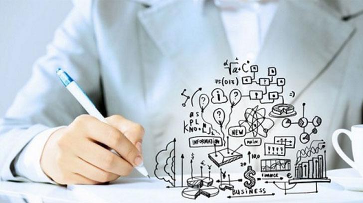 Una persona escribe y mediante una infografía se reflejan sus pensamientos