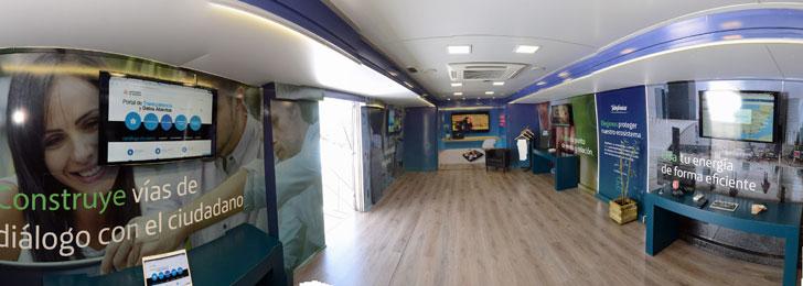 Interior del Autobús de la transformación digital sostenible de Telefónica