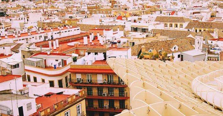 Imagen de edificios de Sevilla tomada en el espacio Metropol Parasol