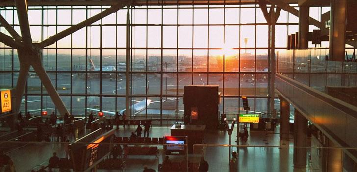 Comarch Aeropuertos 3.0. Cristalera de Heathrow con aviones en la pista