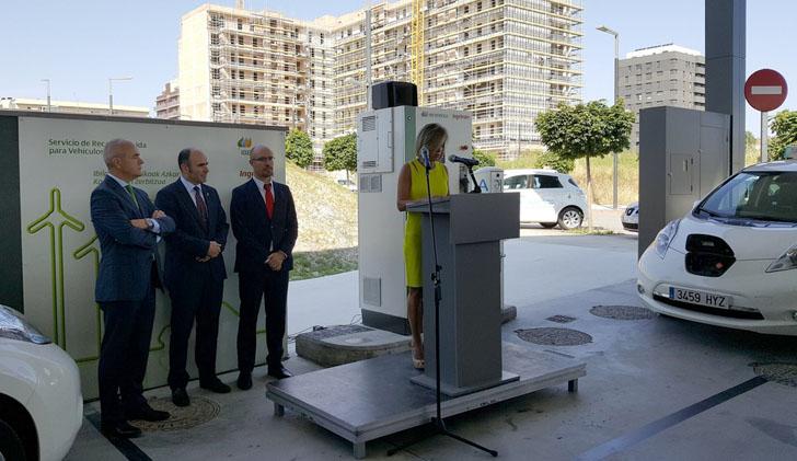 Inauguración del primer punto de recarga rápida de vehículos eléctricos en Pamplona