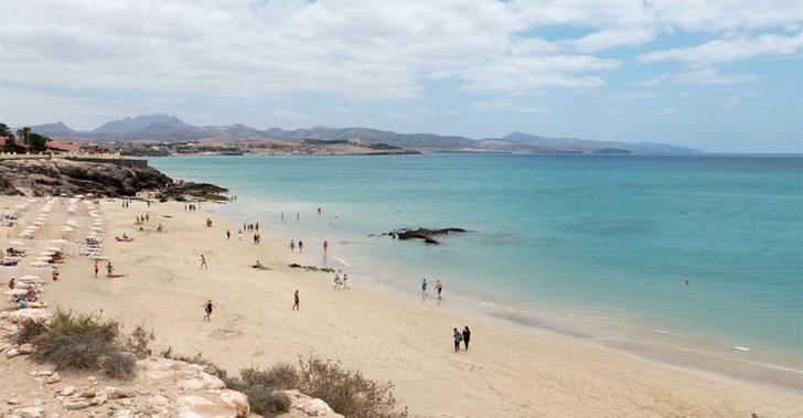 Resolución de la I Convocatoria de Islas Inteligentes. Playa de Fuerteventura, una de las islas cuya propuesta será subvencionada