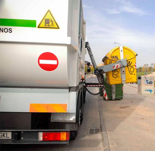 Rivas monitorizará con GPS los envases que recicla cada barrio. Camión de recogida de residuos
