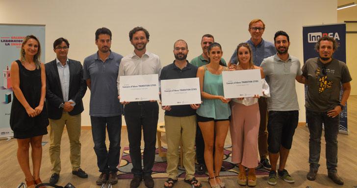 El Concurso Transition Cities de Valencia ya tiene ganadores. Los premiados muestran sus diplomas