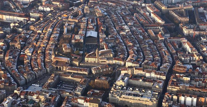 Vitoria-Gasteiz celebrará su Semana Europea de la Movilidad centrada en el barrio de Coronación. Vista aérea de la ciudad