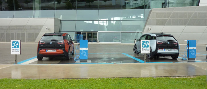 El IVACE recibe más de 40 proyectos sobre movilidad sostenible. Vehículos eléctricos en puntos de recarga