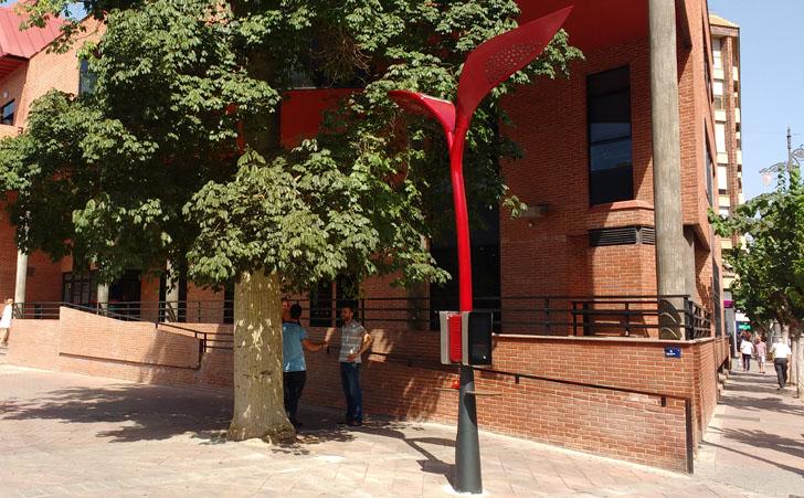 Farolas solares e inteligentes en Molina de Segura. Una de las farolas instaladas en el municipio