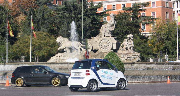 Los madrileños se sitúan como los early adopters del servicio car2go. Un coche de car2go circulando por Madrid