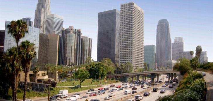 El reto de la Movilidad Urbana Sostenible e Inteligente. Perfil de edificios y carreteras en Los Ángeles