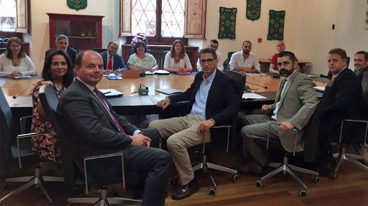 Primera reunión para iniciar el proyecto 'Mallorca Smart Island'. Miembros de las instituciones públicas asistentes a la reunión